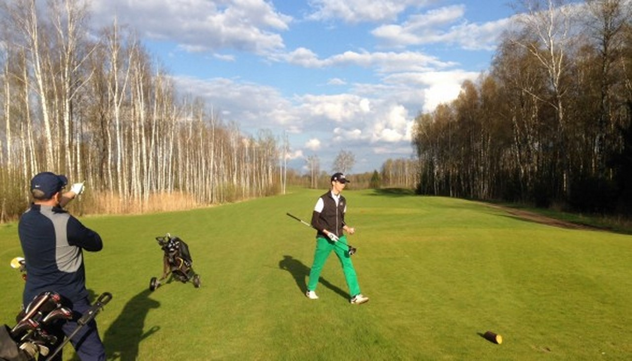 9 tee V Golf