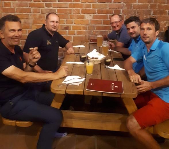 Ekipa przy stole